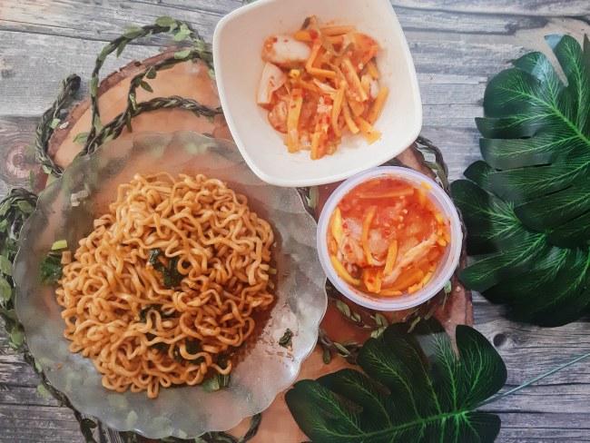 mencicipi mie samyang dengan kimci homemade
